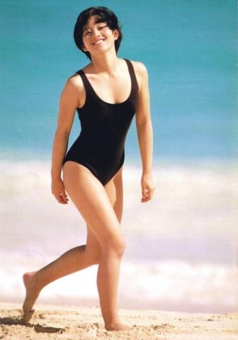 Yui Asaka swimsuit bikini gravure 1985 debut015