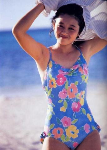 Yui Asaka swimsuit bikini gravure 1985 debut037
