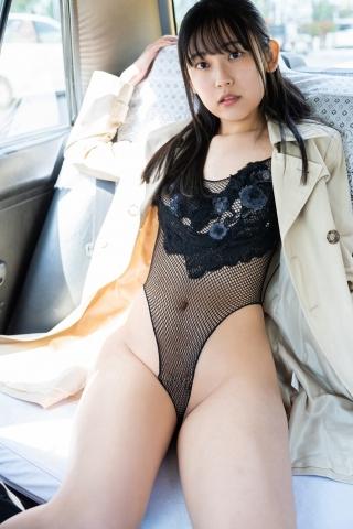 Momoka Hayashidas cab in a swimsuit003