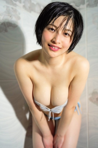 A new gravure idol appears005