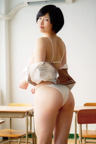 A new gravure idol appears008