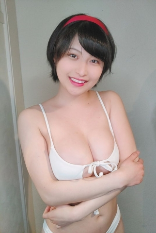 A new gravure idol appears012