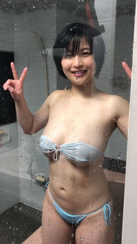 A new gravure idol appears014