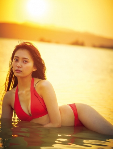 Rina Koyama swimsuit gravure 18 years old with an overwhelming sense of transparency014