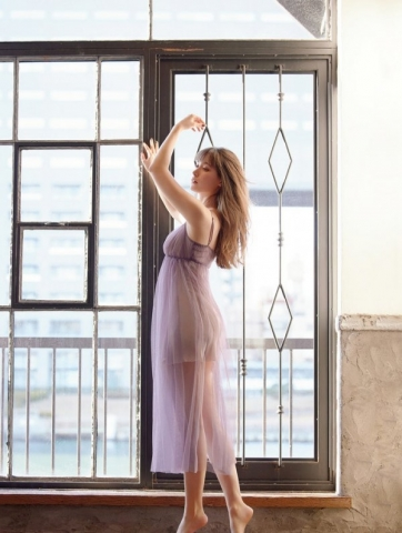 Naomi Trauden underwear gravure  Fascinating unguarded shots015