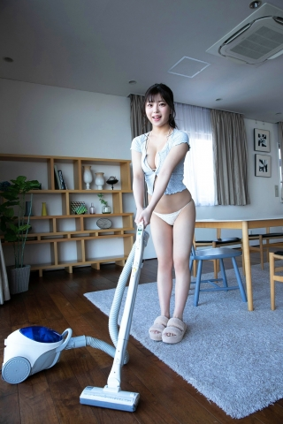 Momo Cleaning in Swimsuit Burlesque Tokyo002