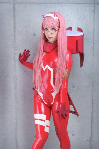 Pilot Suit Undressing Zero Two Darling in the Frankis Cosplay009