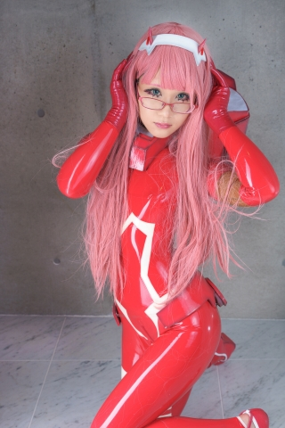 Pilot Suit Undressing Zero Two Darling in the Frankis Cosplay023