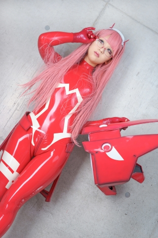 Pilot Suit Undressing Zero Two Darling in the Frankis Cosplay033