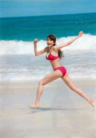 Eriko Sato releases her first fullscale gravure in 16 years010