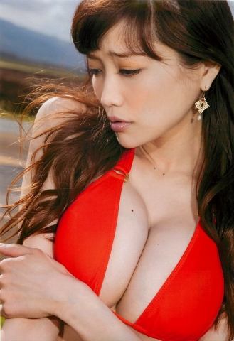 Eriko Sato releases her first fullscale gravure in 16 years022