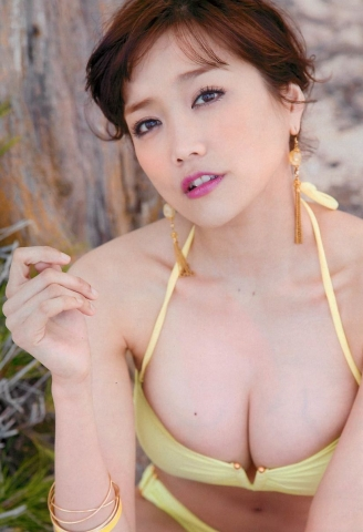 Eriko Sato releases her first fullscale gravure in 16 years023