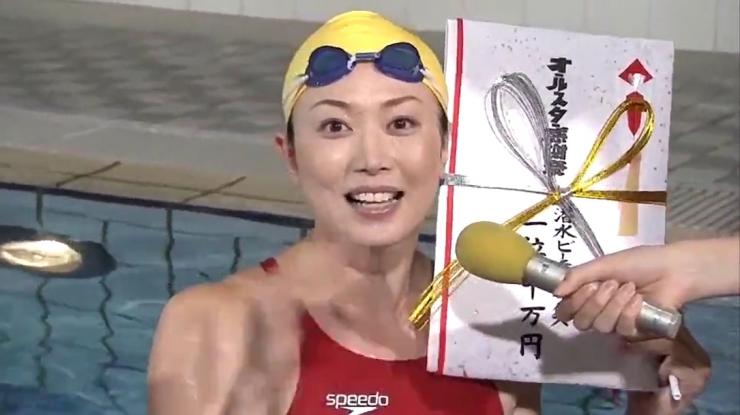 Masami Tanaka Red Swimming Costume023