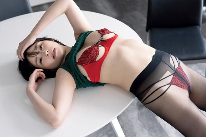 Hotaru Komori swimsuit gravure Healthy bare skin and ample bust012