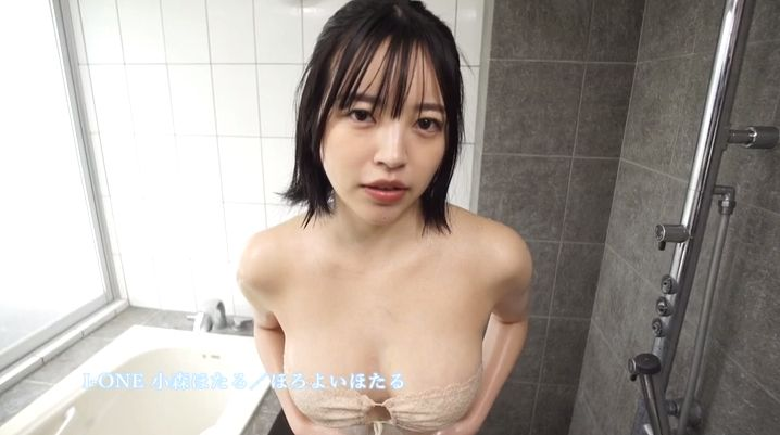 Hotaru Komori swimsuit gravure Healthy bare skin and ample bust026