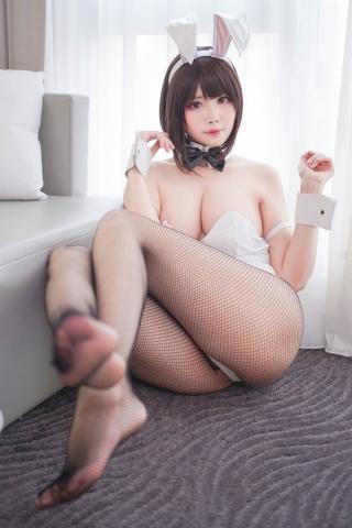 Hawaii and Bunny Girl Megumi Kato Raising a Saekenai Kanojo Cosplay013