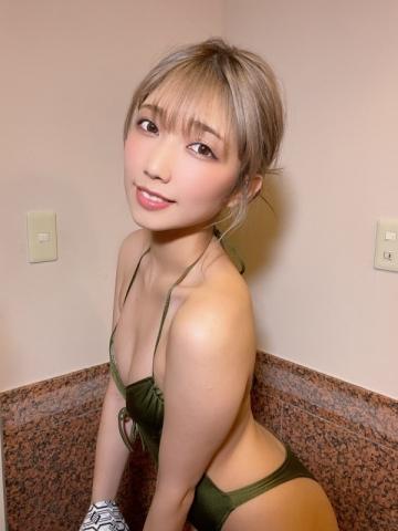 Take a look at Mea Shimotsukis superbly polished slender body024