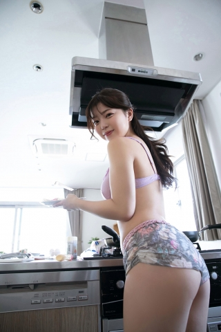 Burlesque MOMO cooking in a swimsuit003