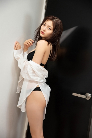 Nanako Kurosaki Black Swimsuit Bikini002