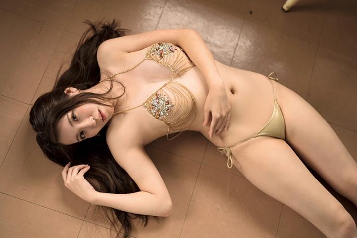 Aki Shiina25 years oldis no stranger to this sexybeautiful Gcup006