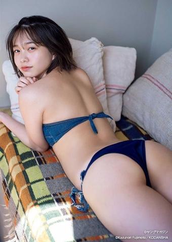 Ayuna Nitta Japans Cutest High School Girl Graduates from High School005