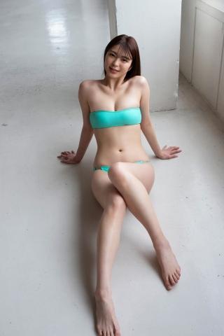 Serizawa Marina in a swimsuit cooking very hot food008