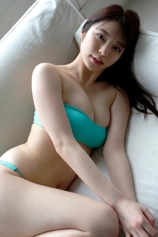 Serizawa Marina in a swimsuit cooking very hot food010