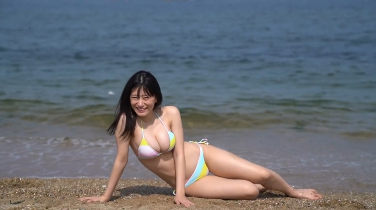 Rei Kaminishis gravure photo shoot at sea011