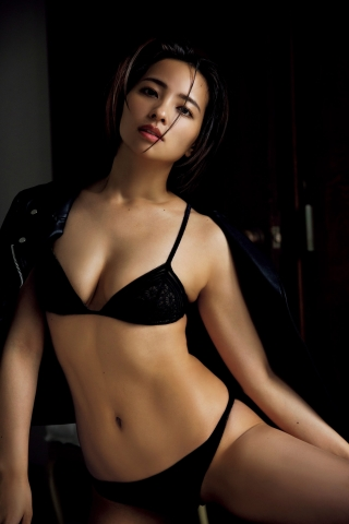 Ayame Mizusakis lingerie in her first gravure in 9 years009
