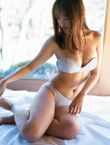 Mori Hinami bikiniclad war heroine005