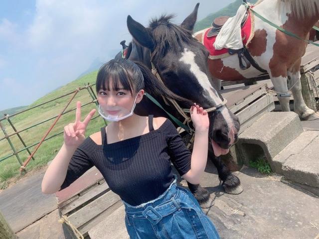 HKT48 Miku Tanakas casual broken face and bland expression018