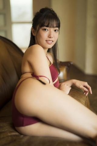 Aine Sakurada a rising star idol who just graduated from high school this year001