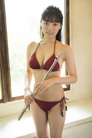 Aine Sakurada a rising star idol who just graduated from high school this year018