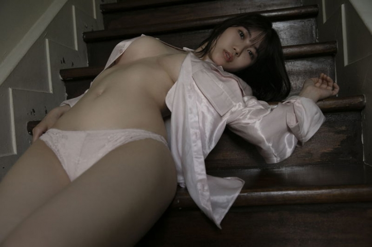 Iori Io the girl with the strongest body in the gravure world006