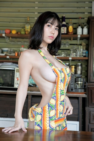Iori Io the girl with the strongest body in the gravure world022