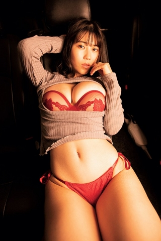 Iori Io the girl with the strongest body in the gravure world029
