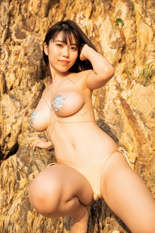 Iori Io the girl with the strongest body in the gravure world025