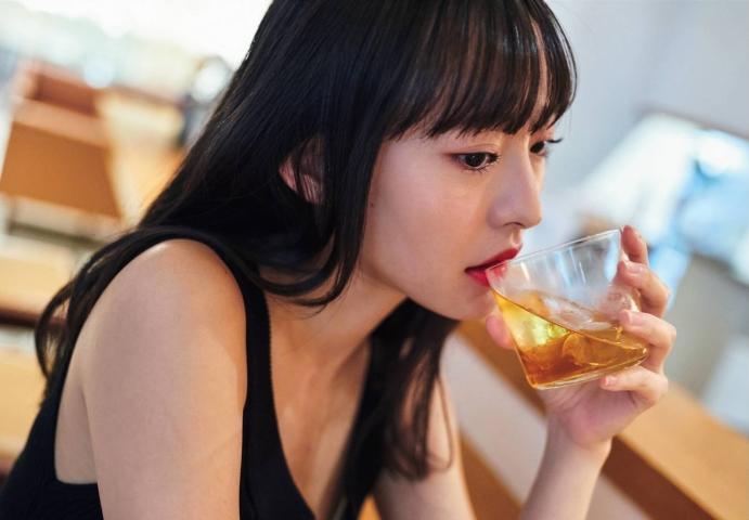 Kanami Takasaki: The Invincible Glamour First Photo Book017