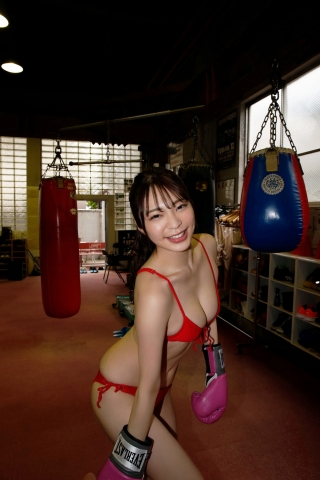 Marina Serizawa kickboxing in a swimsuit004