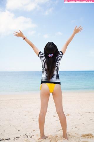 Nanna Tanaka Yellow Swimsuit Beach003