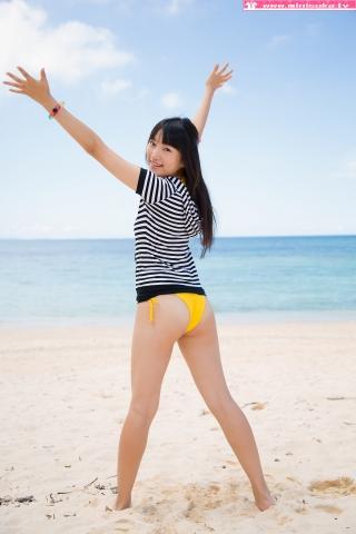 Nanna Tanaka Yellow Swimsuit Beach004