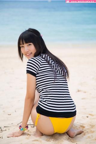 Nanna Tanaka Yellow Swimsuit Beach005