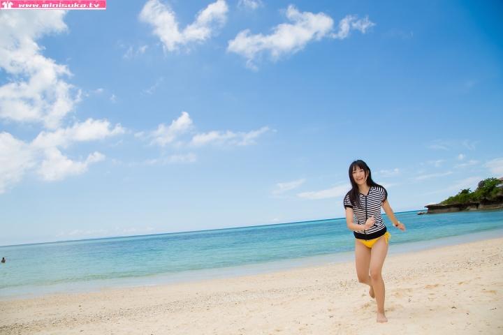 Nanna Tanaka Yellow Swimsuit Beach011