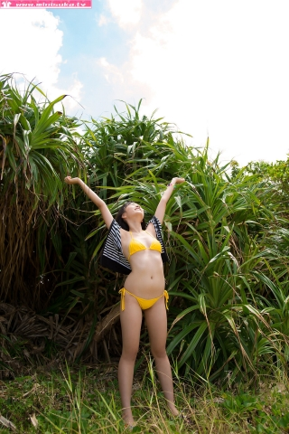Nanna Tanaka Yellow Swimsuit Beach019