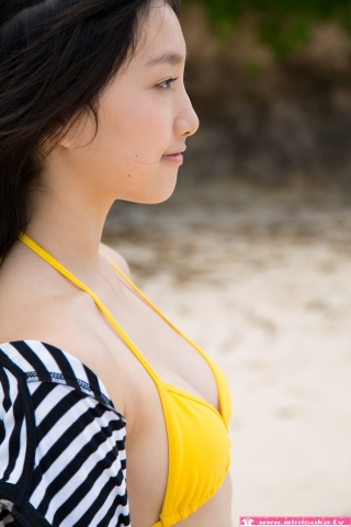 Nanna Tanaka Yellow Swimsuit Beach022