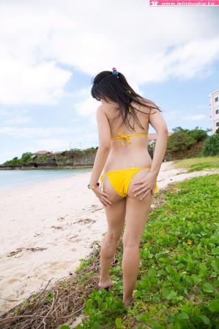 Nanna Tanaka Yellow Swimsuit Beach031