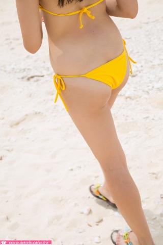 Nanna Tanaka Yellow Swimsuit Beach034