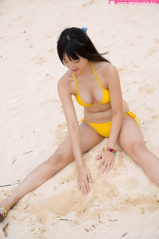 Nanna Tanaka Yellow Swimsuit Beach037