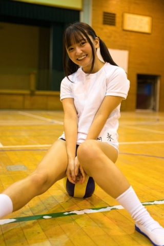 Ayana Nishinaga 25 years old with both boldness andcuteness finally shows off her whole body017