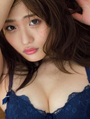 Momoka Ishida peeled off her skin after experiencing her first photo book010